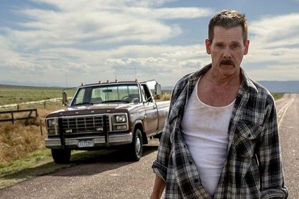 Kevin Bacon joue le rôle d'un shériff qui n'a pas franchement les valeurs du service public.