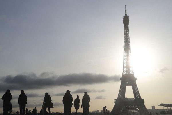 La tour Eiffel depuis l'esplanade du Trocadéro (illustration).