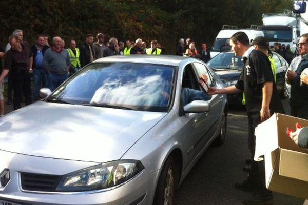 Distribution de chips aux automobilistes
