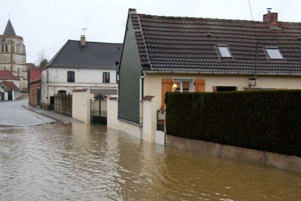 Le village de Delettes près d'Aires-sur-la-Lys touché par des inondations ce dimanche.