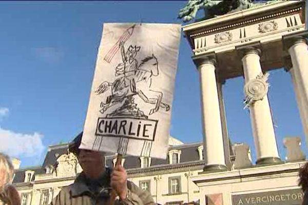 Le 11 janvier 2015, près de 70.000 personnes ont défilé dans les rues de Clermont-Ferrand en hommage aux victimes de l'attaque terroriste contre Charlie Hebdo.