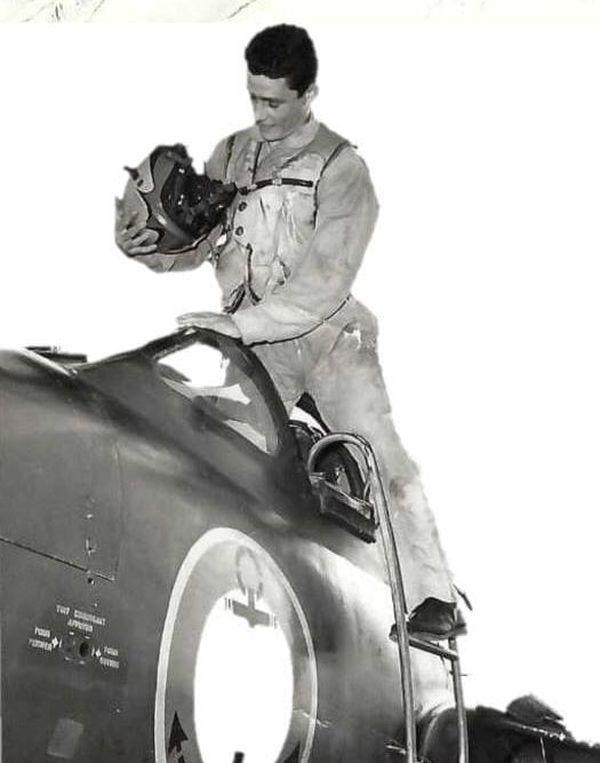 Maître Jean Legouhy, pilote est décédé à l'âge de 27 ans.