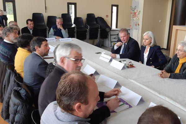 Au centre de l'image, Isabelle Hudon, l'ambassadrice du Canada. A sa droite, le député creusois Jean-Baptiste Moreau