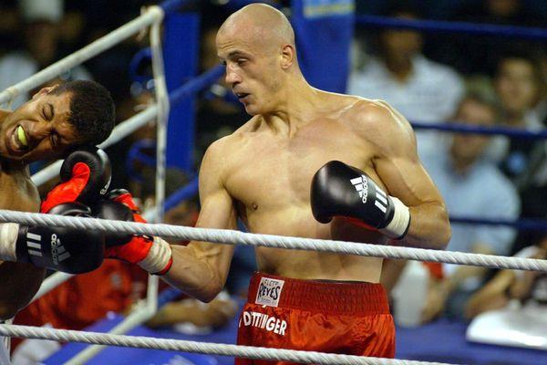 Christophe Dettinger (à droite), lors d'un match de gala face au boxeur Malik Yahiaoui, en 2009.