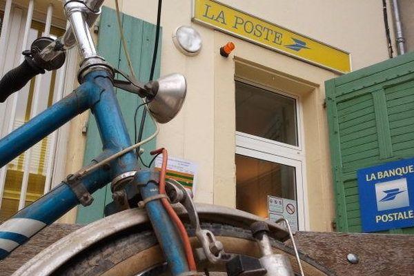 Le bureau de poste de Douzens dans l'Aude