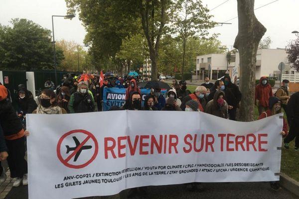 200 personnes mobilisées pour la marche en faveur de la baisse du trafic aérien à Toulouse-Blagnac