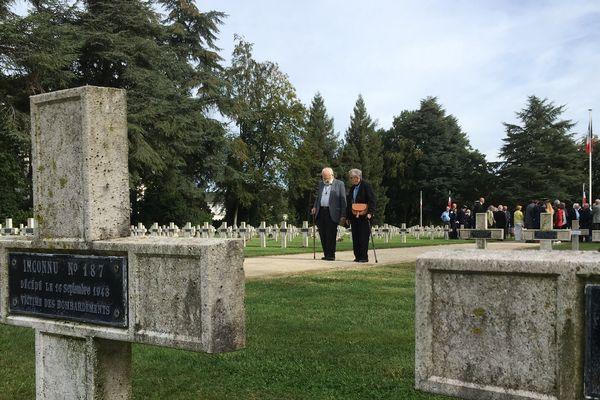 Dimanche, un hommage a été rendu aux victimes des bombardements de Nantes au cimetière de la Chauvinière.