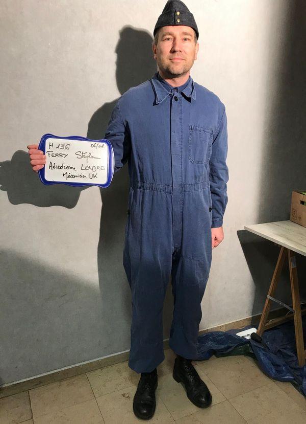 Un figurant déguisé en mécanicien anglais lors des essayages des costumes en amont du tournage salle Chepfer à Nancy.