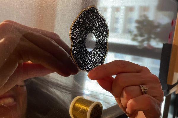 V.O.S.T. : Elisabeth Gasbarre, la brodeuse haute-couture
