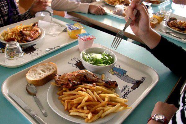 Menu de substitution, menu unique, menu végétarien...le débat enfle autour des repas dans les cantines scolaires.