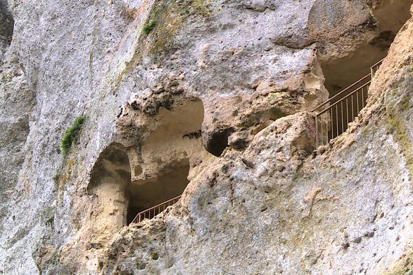 Vue du Fort de Tayac, un site troglodyte fermé aux visiteurs depuis plus de 10 ans. Son propriétaire a décidé de le rouvrir au public.