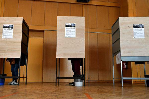 En fin d'après-midi, dimanche 15 mars 2020, le taux de participation aux élections municipales en France était de 38.77 % contre 54.72 % en 2014