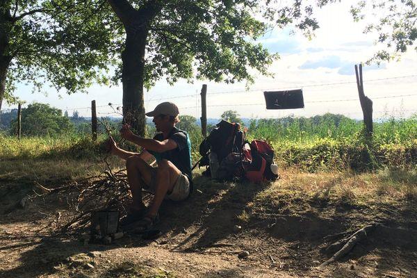 Le chemin de Compostelle est un moyen pour Jimmy Drouet, 22 ans, de se rapprocher de la nature.