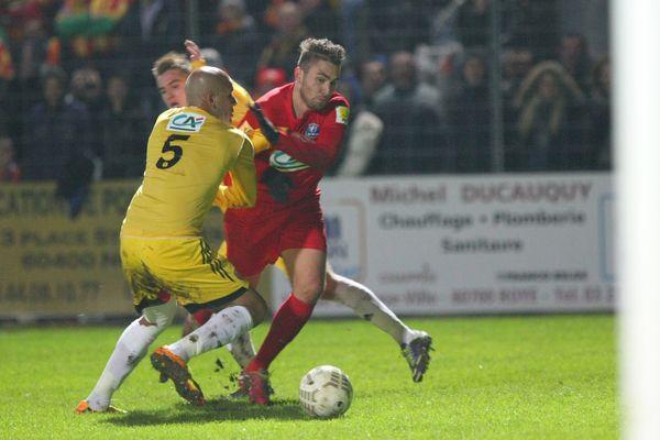 Les Lensois, en jaune, ont largement battu Nesle, petit club picard de Division d'Honneur.