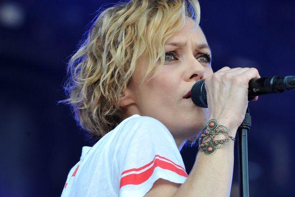 Vanessa Paradis (ici au Festival des vieilles charrues) aurait dû chanter samedi soir au Grand Souk de Ribérac en Dordogne.