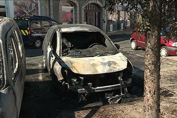 Les deux voitures incendiées dans la nuit du 3 au 4 juillet à La Souterraine