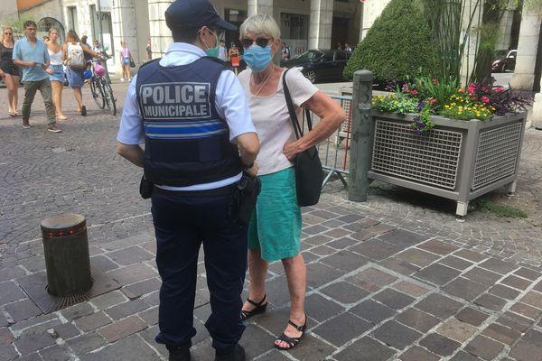 Le 15 août 2020, le masque commençait à devenir obligatoire dans certaines rues, comme ici à Chambéry