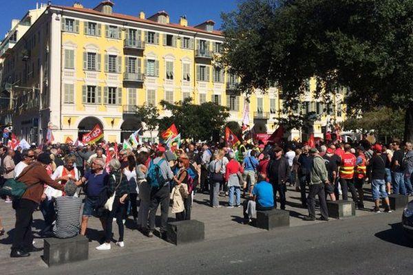 Plusieurs centaines de personnes se sont rassemblées place Garibaldi ce jeudi.