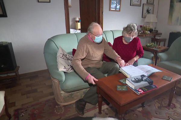 Mike et Chris Pollard, retraités anglais installés à Bouquehault, dans le Pas-de-Calais.