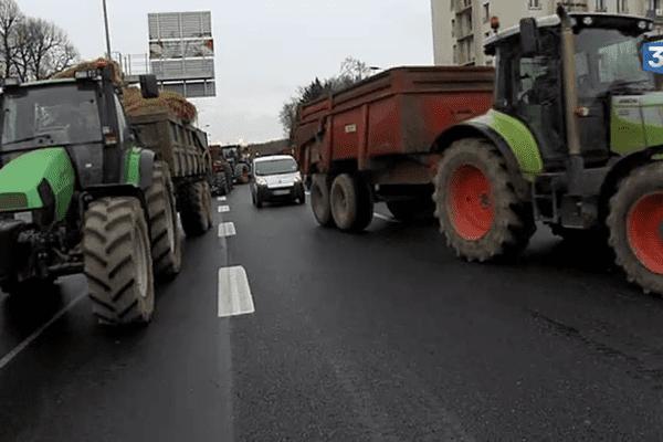 Manifestation des agriculteurs ce mercredi 27 janvier 2016 sur le périphérique de Caen