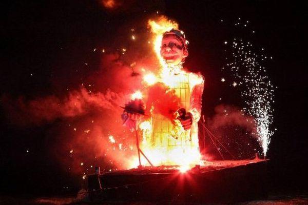 En 2014, le roi de la Gastronomie aussi gargantuesque soit-il a été réduit en cendres devant plusieurs centaines de spectateurs émerveillés.