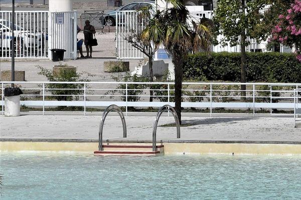 La piscine Nakache ouvre jusqu'à 20 heures.