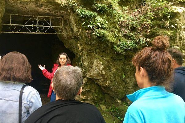 L'entrée des grottes de la Norée à Biard près de Poitiers.