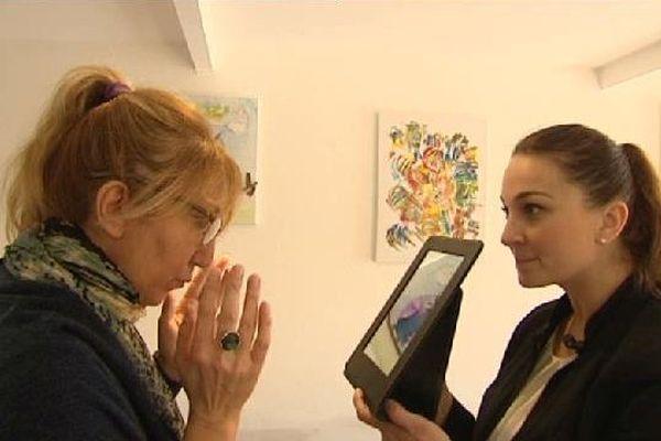 Valérie Janvier - Opticienne à domicile et une cliente.