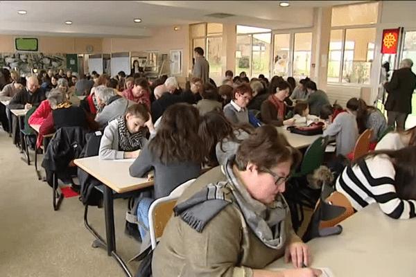De nombreux amoureux de l'occitan se sont donné rendez-vous à Seilhac en Corrèze pour la dictada occitana