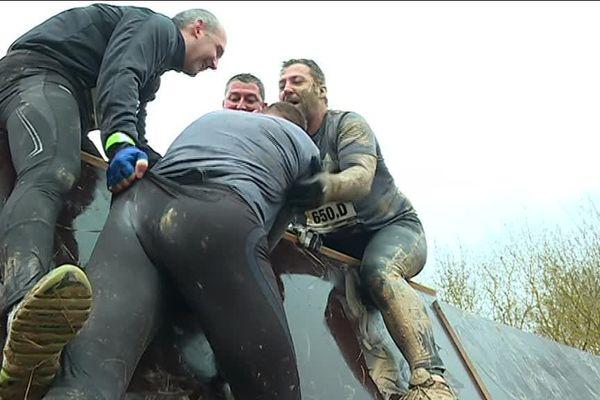 L'esprit de l'Xtrem Mud : franchir les obstacles tous ensemble.