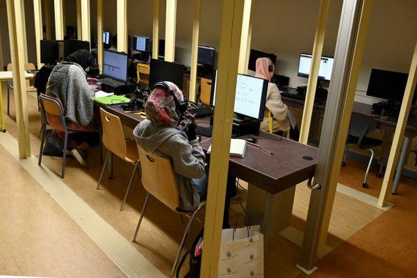 Des étudiants suivant des cours en distanciel au sein de l'université d'Aix-Marseille.