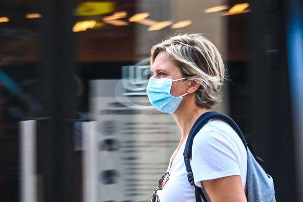 Porter le masque en extérieur n'était plus obligatoire depuis le 17 juin en France.