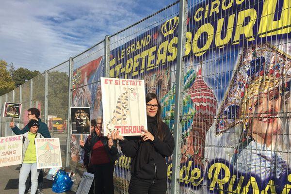 Une dizaine de personnes ont répondu à l'appel du collectif Stop cirque animaux.