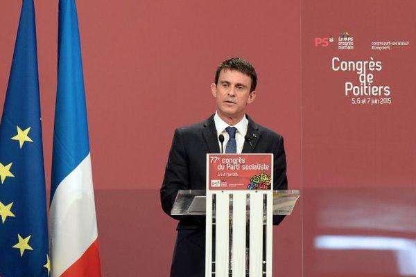Manuel Valls lors de son discours au congrès de Poitiers.
