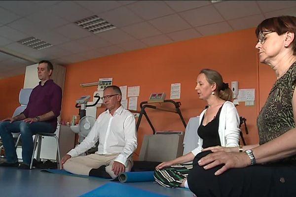 Des soignants participent à une séance de méditation de pleine conscience au CHU de Bordeaux.