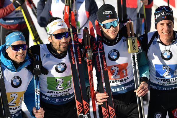 Les biathlètes français Simon Desthieux, Martin Fourcade, Emilien Jacquelin et Quentin Fillon Maillet après leur victoire à Anterselva.