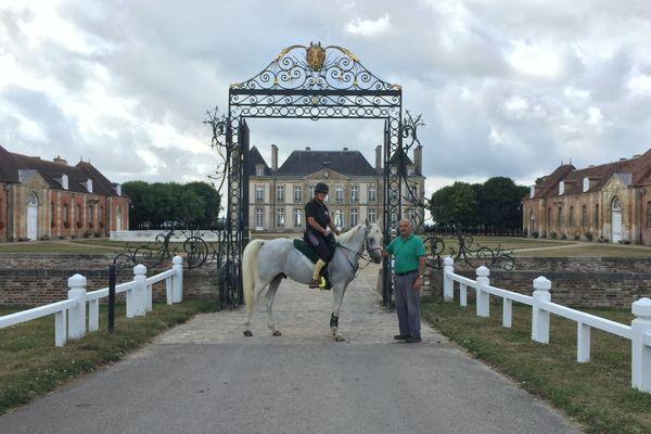 Dans l'Orne, la cavalière Avril Bray en selle pour les Jeux européens de l'endurance à cheval. Ils se dérouleront le 17 août en Angleterre.