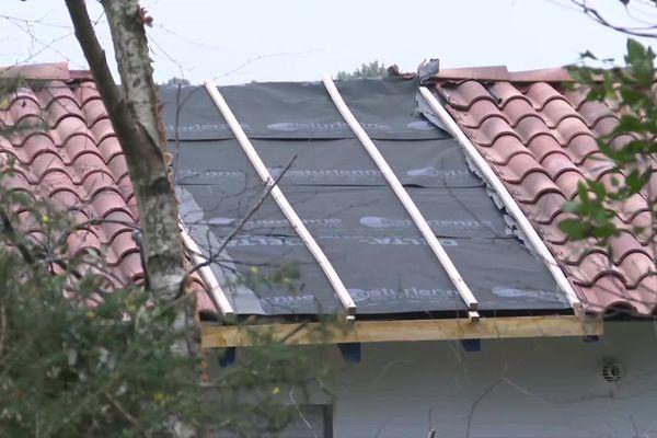Une grue de chantier d'est effondrée sur le toit de cette maison de Capbreton pendant la tempête Justine