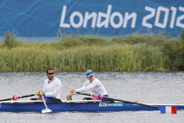 Perle Bouge et Stephane Tardieu au moment où ils remportent l'argent aux Jeux Paralympiques de Londres en 2012, le 2 septembre.