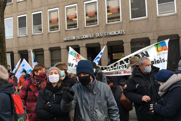 Le rassemblement avait lieu devant la maison des syndicats, avant la marche vers le rectorat.