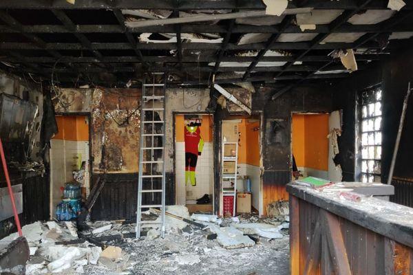 Le foyer de la caserne des pompiers d'Aulnoye-Aymeries a été endommagé par les flammes.