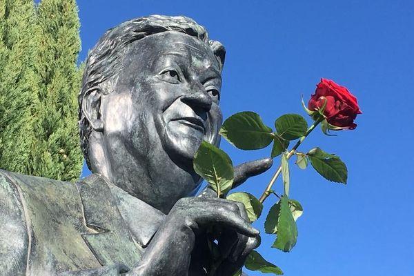 Commémoration devant le statue de Georges Frêche, en ce jour anniversaire pour les 10 ans de sa disparition.