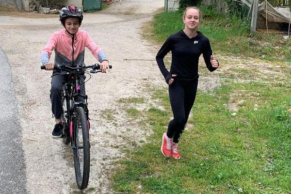 Le report des Jeux Olympiques de Pékin est une aubaine pour Claire Pontlevoy, gymnaste du Loir-et-Cher qui se remet de blessure.  Entraînement en famille avec Capucyne, la petite soeur.