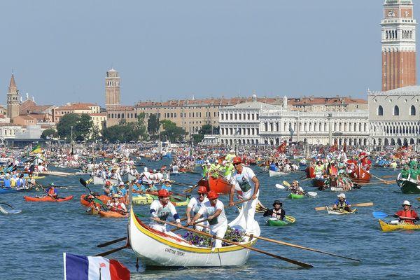 La Vogalonga a lieu chaque année à Venise, lors de la Pentecôte.