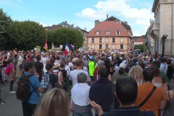 Une manifestation contre l'entrée en vigueur du pass sanitaire a eu lieu dans le centre-ville de Belfort.