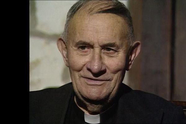 L'abbé Max Bougon, lors d'une interview en 1992 à  Saint-Quentin-la-Motte-Croix-au-Bailly (Somme)