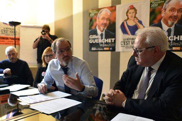 Gilles Guerchet et une partie de ses colistiers lors de la présentation de leur projet municipal à la presse.
