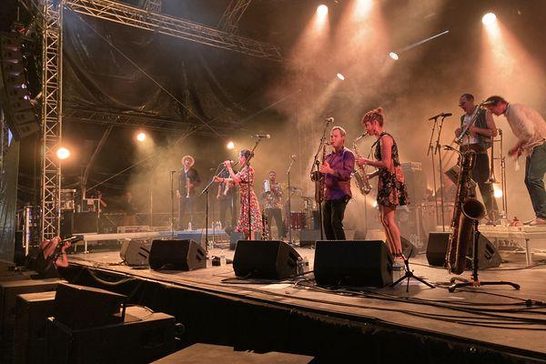Le groupe Cumbia Ya ! a fait danser les festivaliers de Confolens lors de la soirée du 14 août avec ses sonorités d'Amérique latine.