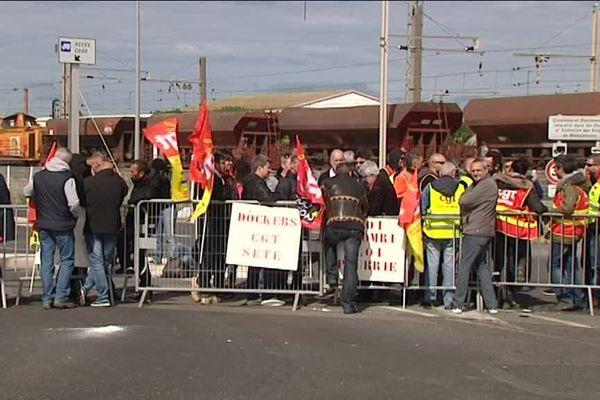 Barrage filtrant des dockers sur le port de Sète, en grève contre la loi travail. -2 juin 2016
