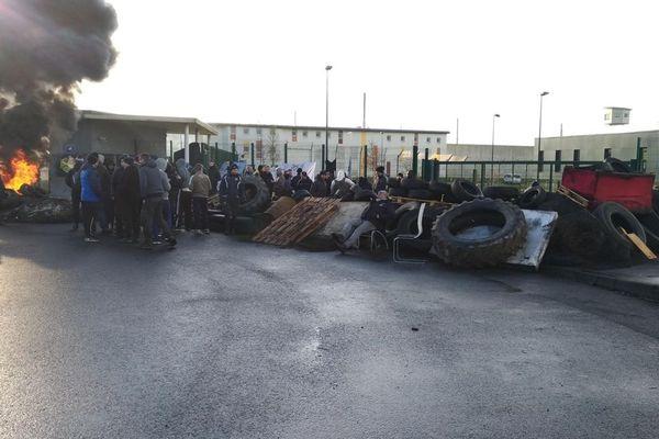 La prison de Condé-sur-Sarthe ce lundi 11 mars au matin avant l'intervention des gendarmes mobiles